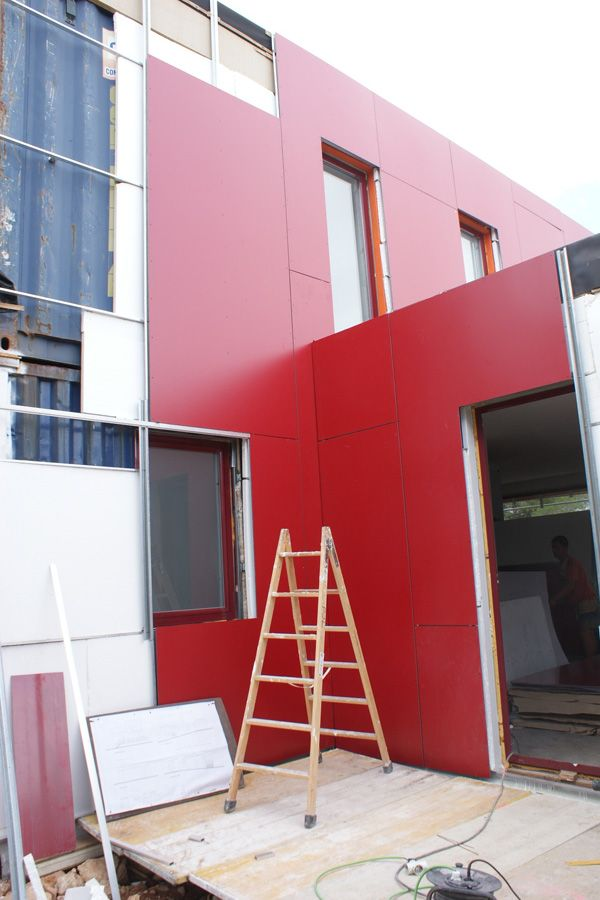 Instalación del sistema de aislamiento de las paredes en el exterior, Contiene una Casa, 2011.