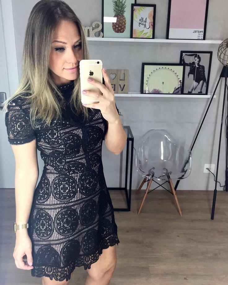 {NEW IN} Vestido de renda, opção perfeita para a noite. #partydress #festas #fimdeano #lace #moda #tendencia