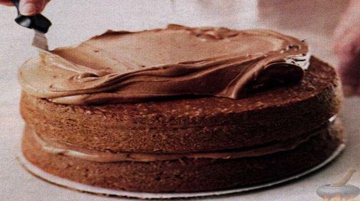 Такой крем преобразит любой десерт: будь то торт, бисквит, эклеры и другие пирожные.