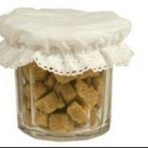Marmeladeglas med låg.  Kan indeholde 500g marmelade.  http://www.violasvintage.dk/shop/marmeladeglas-500g-med-220p.html