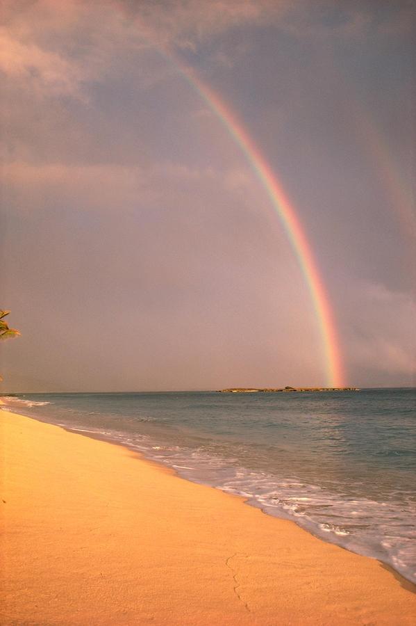 ✮ Hawaii - Rainbow through rain clouds