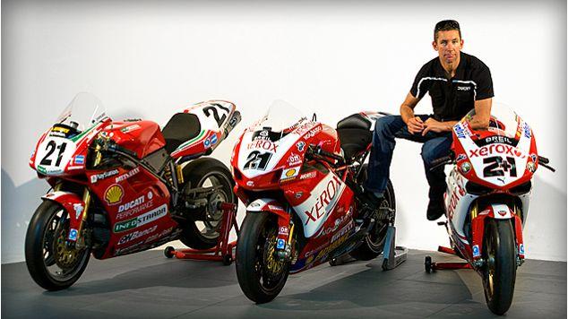 Anni 2k - La tripletta di Troy Bayliss nel Campionato Mondiale Superbike (2001, 2006 e 2008) ha lasciato un segno indelebile nel cuore dei Ducatisti.