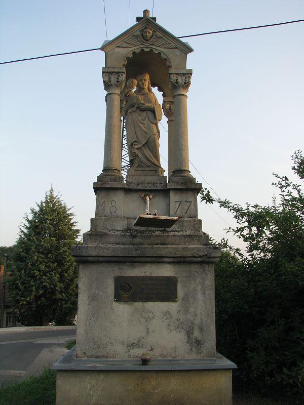 Sóskúti Madonna emlékmű (Sóskút) http://www.turabazis.hu/latnivalok_ismerteto_5127 #latnivalo #soskut #turabazis #hungary #magyarorszag #travel #tura #turista #kirandulas