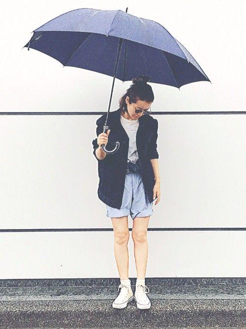 雨の日ご近所コーデ☔️ 半ズボンとジャケットを借りたら 少年になった👦🏻👦🏻👦🏻笑 雨や