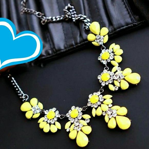 Statement necklace Electric yellow statement necklace very pretty. Jewelry Necklaces