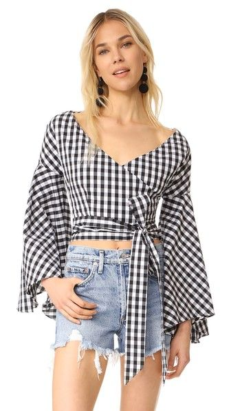 ¡Consigue este tipo de top corto de Fame And Partners ahora! Haz clic para ver los detalles. Envíos gratis a toda España. Fame and Partners CarlyTop: Long ties wrap at the hem of this gingham Fame and Partners crop top. Flared long sleeves. Lined. Fabric: Stretch shirting. Shell: 68% cotton/28% nylon/4% spandex. Lining: 100% cotton. Dry clean. Imported, China. Measurements Length: 15.75in / 40cm, from center back Measurements from size 4 (top corto, crop tops, crop top, croptops, croptop…