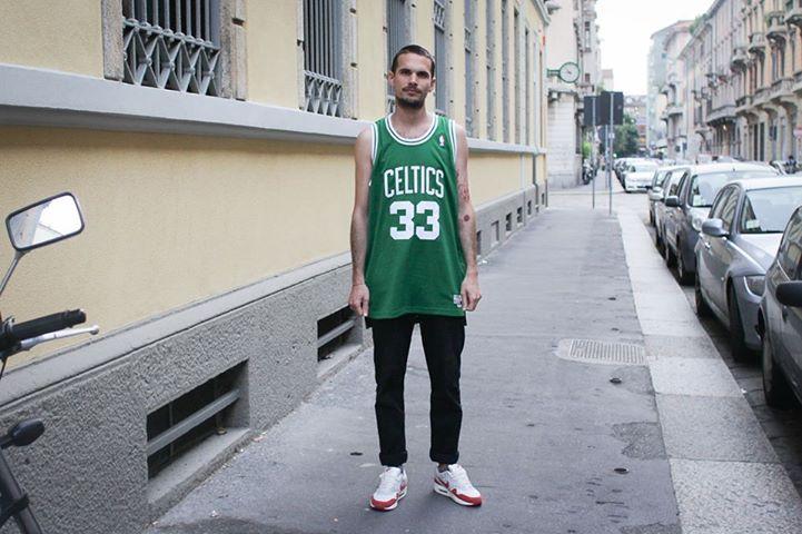 La maglia in jersey #adidas #NBA #Swingman #Boston #Celtics 33 Larry Bird è la copia perfetta della maglia del campione dei Celtics e del Dream Team. È disponibile da #AW_LAB, in store e online: http://bit.ly/13oDmAq.  Scoprite anche le altre maglie adidas replica #NBA su aw-lab.com: http://bit.ly/14rYNA0