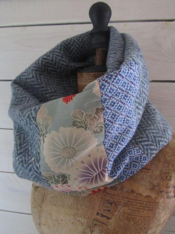 """Snood double tour lainage chevron épais gris et tissus japonais """"kiku"""" bleu pale : Echarpe, foulard, cravate par lagrandereseda"""