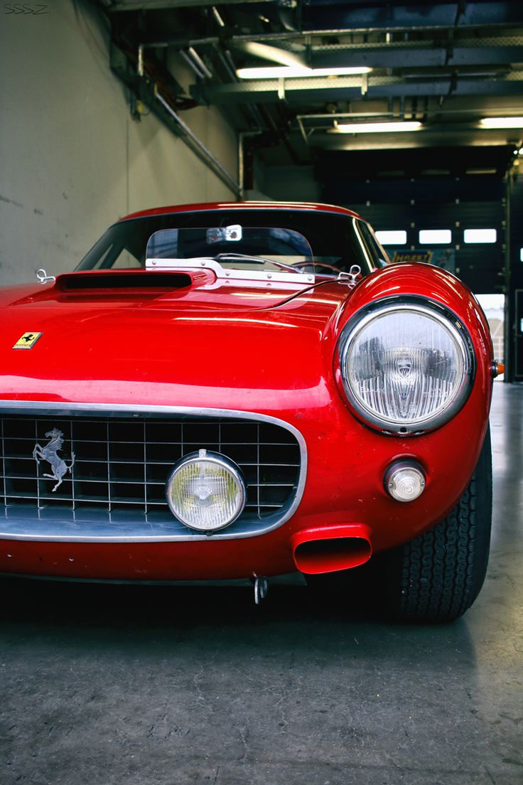Ferrari, Photo's @ http://svpicks.com/breathtaking-ferrari-photos/