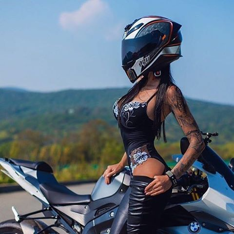 Showing love to @monika_9422 #speedangels #motorcyclegirls | #bikes-n-girls | @housemanc