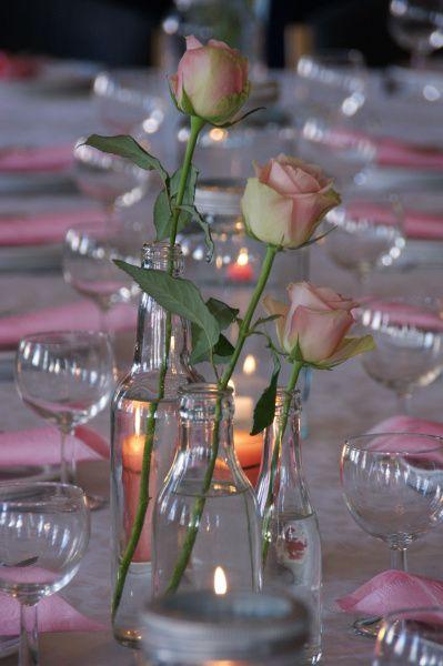 Dåpsbord med Norgesglass og roser.