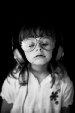 Wegdromen met muziek op je oren