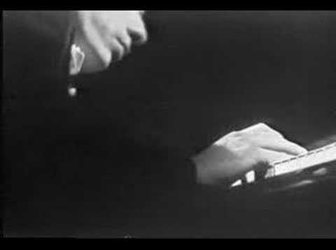 Glenn Gould - Bach's Concerto in D Minor, Adagio