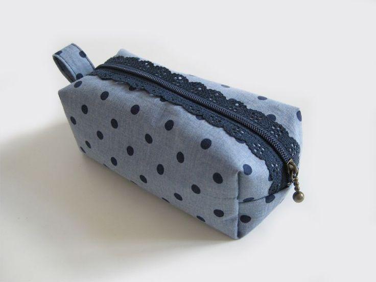 free pattern for small bag with lace zipper Nähen / Anleitung / Tutorial / Nähanleitung / Schnittmuster / kostenlos /  Kosmetiktäschchen / Kosmetiktasche / Schminktasche / Schminktäschchen / DIY / sew