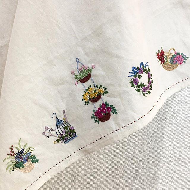 -2016/12/07 수강생의 창문가리개 세개중의 하나~ . . . . . By Alley's home #embroidery#knitting#crochet#crossstitch#handmade#homedecor#needlework#antique#vintage#pottery#flower#ribbonembroidery#quilt#프랑스자수#진해프랑스자수#창원프랑스자수#마산프랑스자수#리본자수#꽃자수#창원프랑스자수수업#진해프랑스자수수업#실크리본자수#자수브로치#자수코사지#앨리의프랑스자수#자수소품#손자수#리본자수수업#꽃다발자수#꽃바구니자수