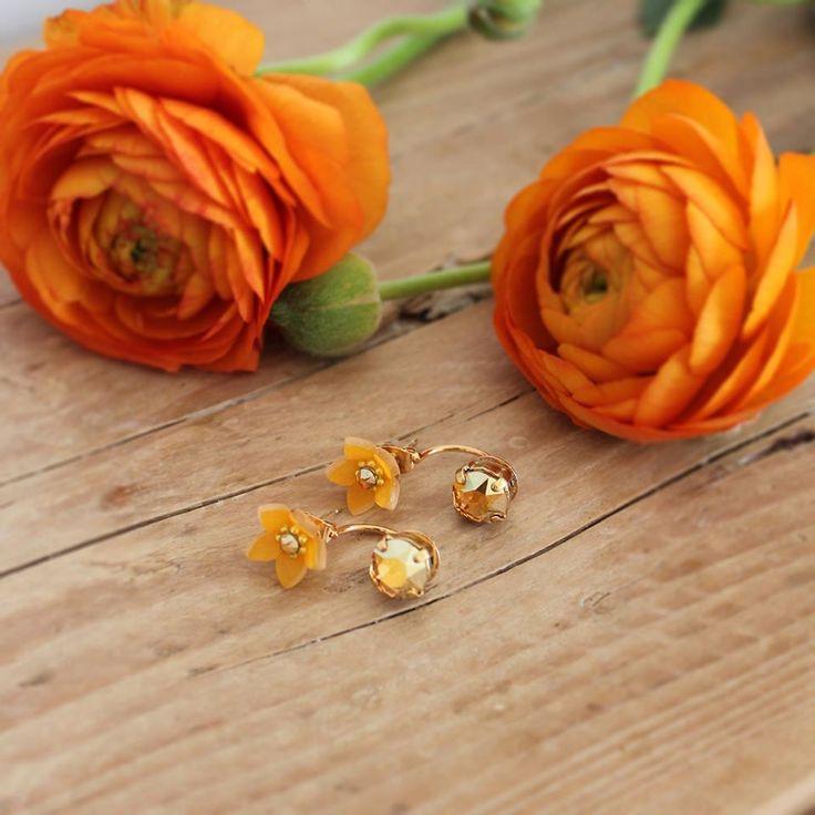 Swing Jasmine | Orecchini effetto piercing by LULI Art Bijoux #orange #flower #earrings #handmade