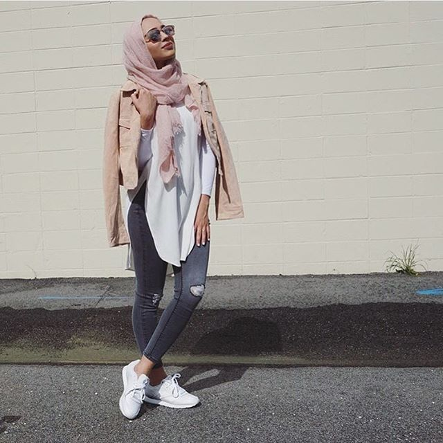 Hijabi OOTD. White Sneakers, Riped Jeans, Pink Hijab. Cute. Fashion