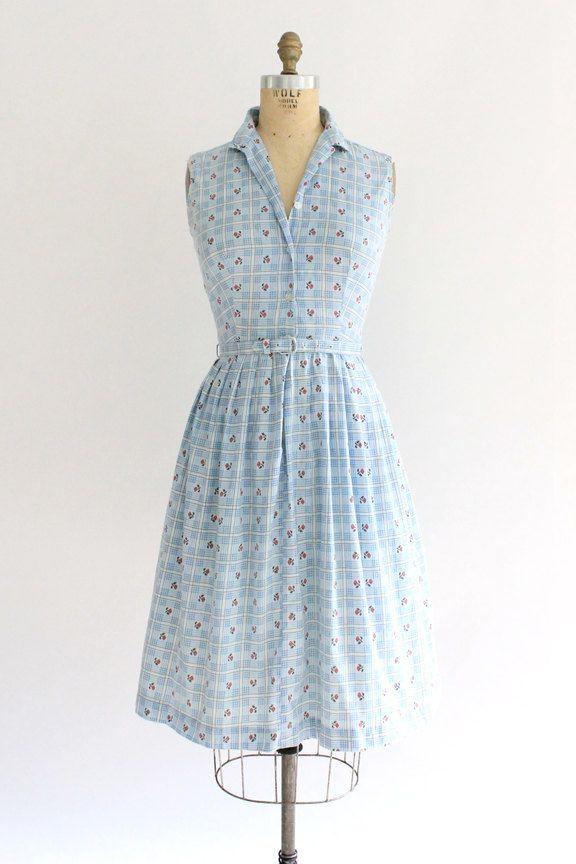 Dit is een schattige licht blauw folk geruite print mouwloos shirt-jurk uit de…