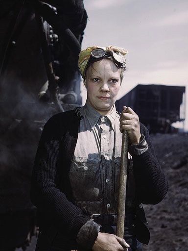 Mrs. Irene Bracker, employed at the roundhouse as a wiper, Clinton, Iowa, 1943