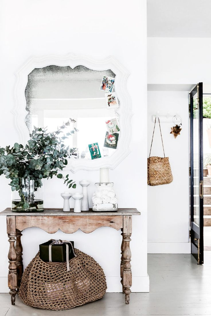 Artist and interior designer Anna Cayzer opens up her stunning Mediterranean-style home this Christmas. Nestled in Bungan Beach, on Sydney's Northern Beaches, the home is the perfect place for winding down and hosting relaxed festivities.