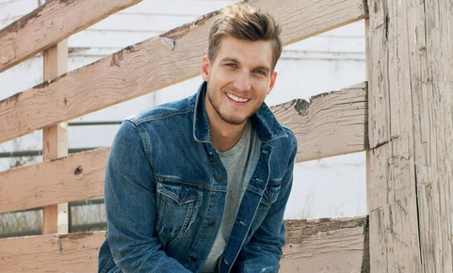 Scott Michael Foster Moved To Series Regular On Crazy Ex-Girlfriend - http://www.reeltalkinc.com/scott-michael-foster-moved-series-regular-crazy-ex-girlfriend/