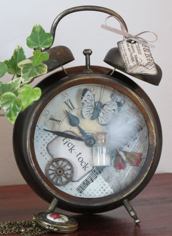 vintage style scrapbook watch  http://rea006.blogspot.hu/2014/05/vintage-jo-par-hete-koroztem-egy-osregi.html