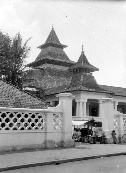 masjid_agung_bandung_tempo_dulu_03.jpg (437×600)