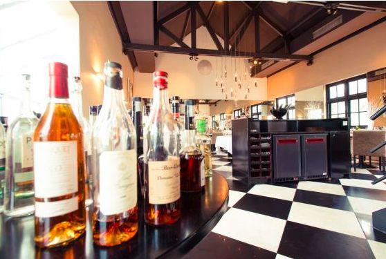 Tasting wine | In Arsenaal Restaurants | #diner #restaurant #gastronomie #paulfagel #menu #menukaart #keuken #chefkok