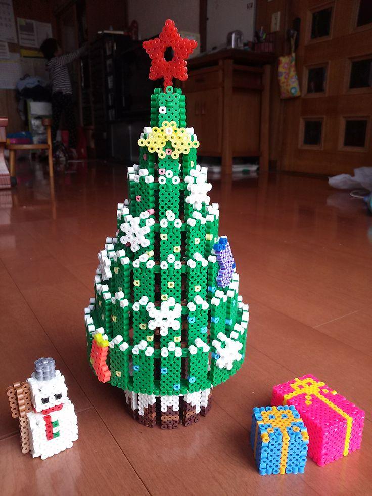 クリスマスツリー オマケでプレゼントと雪だるま