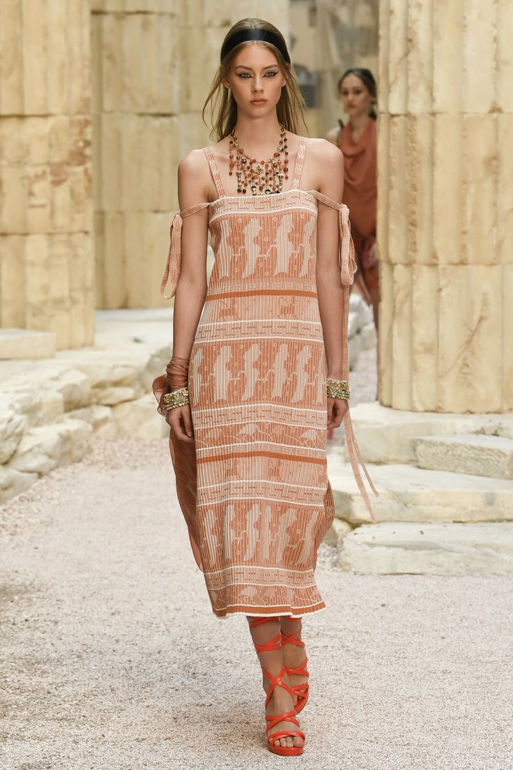 Chanel Resort 2018 Collection Photos - Vogue
