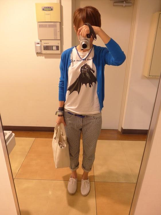 今日は昨年UTで買ったバットマンTシャツ。 このデザイン、すっごく気に入って2枚買いました。今年もこれで、たくさん着れます♪ カーディガンもユニクロ、パンツはBshop。