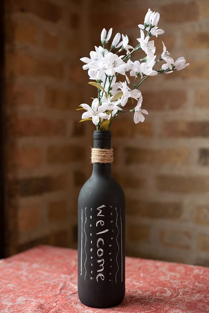 chalkboard wine bottle vase - spray a wine bottle with chalkboard paint and glue twine around the neck