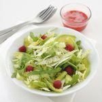 I lamponi portano gusto e allegria sulla tavola. Gustali nella ricetta di questa insalata fresca e sfiziosa.