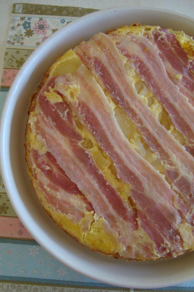 Tarte tatin aux pommes de terre, lard et fromage de chèvre La tarte tatin peut également se décliner en version salée. Cette savoureuse recette à base de pommes de terre, de lard et de chèvre en est un bonne exemple ! Ingrédients pour 8 personnes : 1...