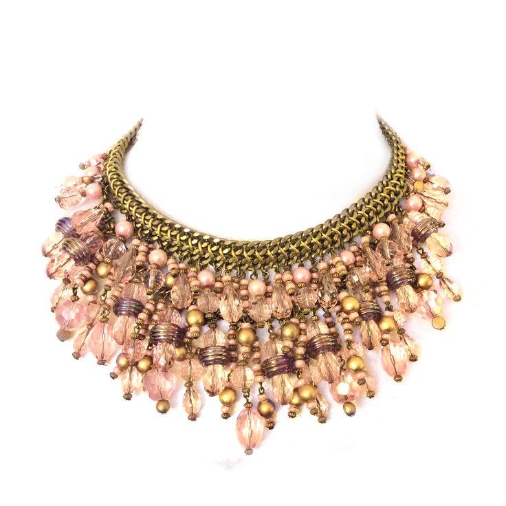 Różowo-kremowa kolia z kamieni naturalnych, kryształów oraz elementów złoconych