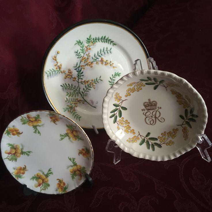 Three golden wattle plates