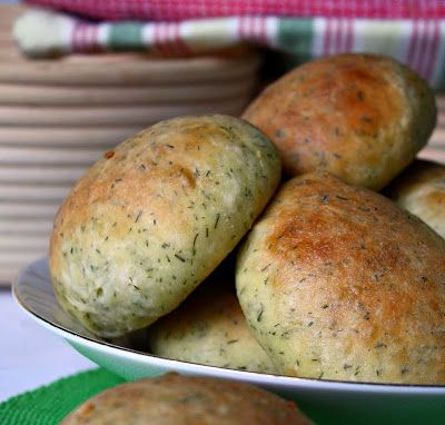 Dill & Sour-Cream Dinner Rolls . . . (Those Amish Ladies Sure Can Bake!)