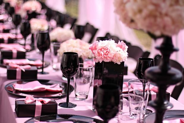 Lingerie Party: Wedding Shower, Lingerie Parties, Tables Sets, Bridal Shower Pink, Decor Ideas, Pink And Black Tablescapes, Lingerie Bridal Shower, Pink Black Wedding, Places Sets