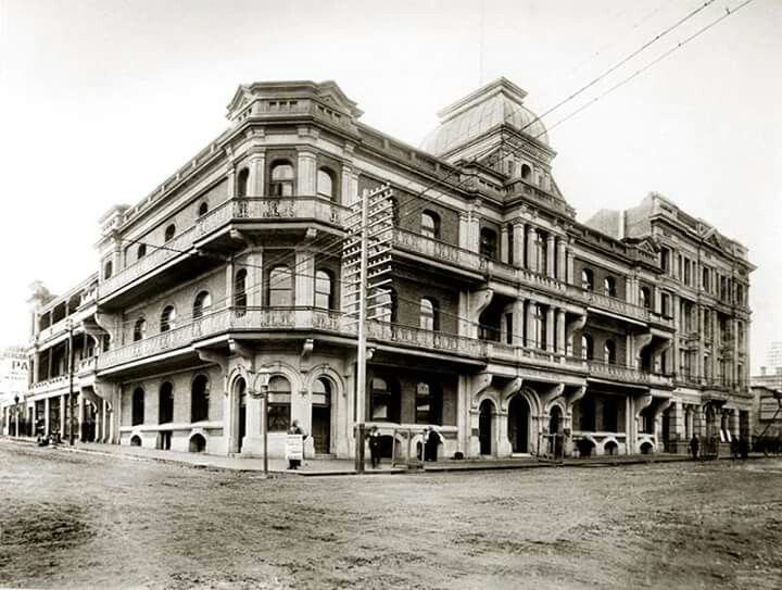 The Palace Hotel on WIlliam St and St Georges Terrace in Perth was the place to be seen in 1897 but had her guts ripped out in August 1981 with the hotel closing in 1986.