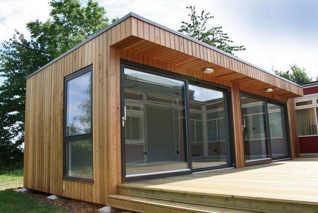 Oficina de madera en jardín