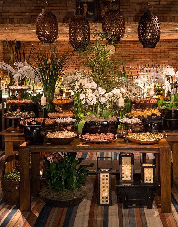Mesa de doces - decoração casamento rústico-chic contemporâneo - velas ( Decoração: TÜZ Decoração )