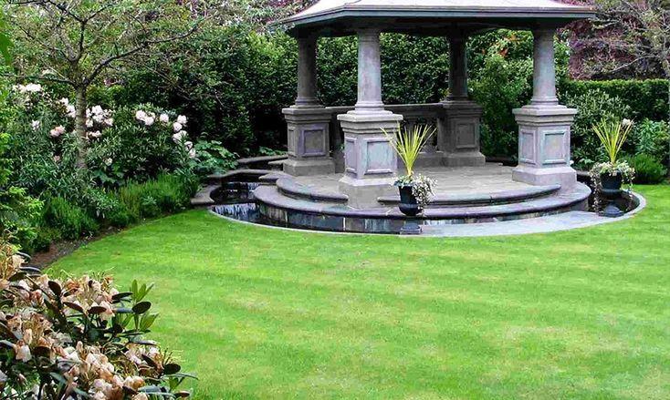 Партерный газон с фонтаном.