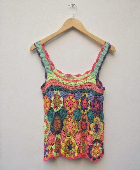 Me encantan estos tops tejidos al crochet de Paula y Agustina Ricci.  Vienen en tonos tierra (clásicos) o en colores brillante...