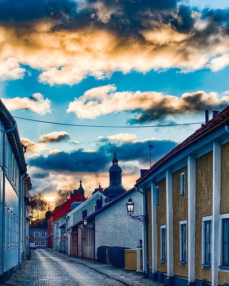 Autumn day in Vadstena Sweden #vadstena #hejöstergötland #nikon #fantastic_earth #amazing_places #bestoftheday #d500 #hdr #clouds #moln #fantastisk #himmel #street #stad #sverige #östergötland #ig_sweden #sweden