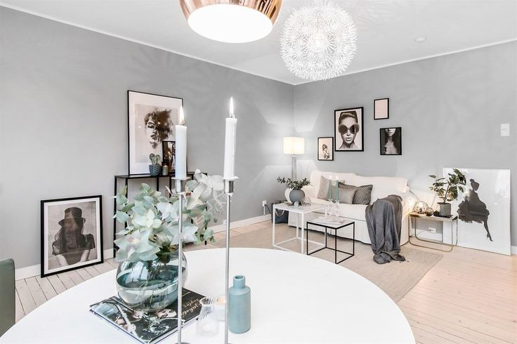 гостиная диван консоль картина стол свечи подвесная лампа