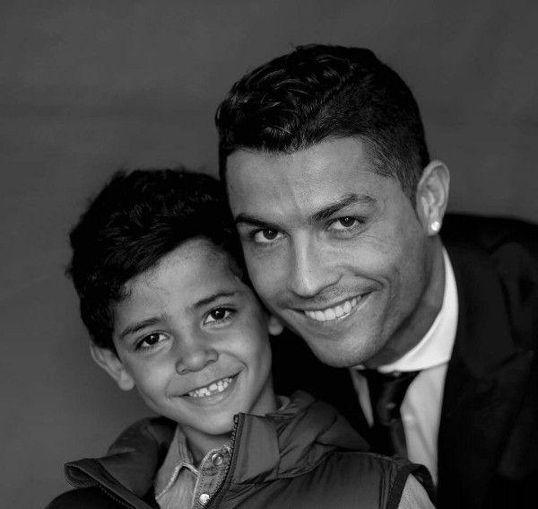 Nascem o casal de gêmeos de barriga de aluguel de Cristiano Ronaldo  https://angorussia.com/entretenimento/famosos-celebridades/nascem-casal-gemeos-barriga-aluguel-cristiano-ronaldo/