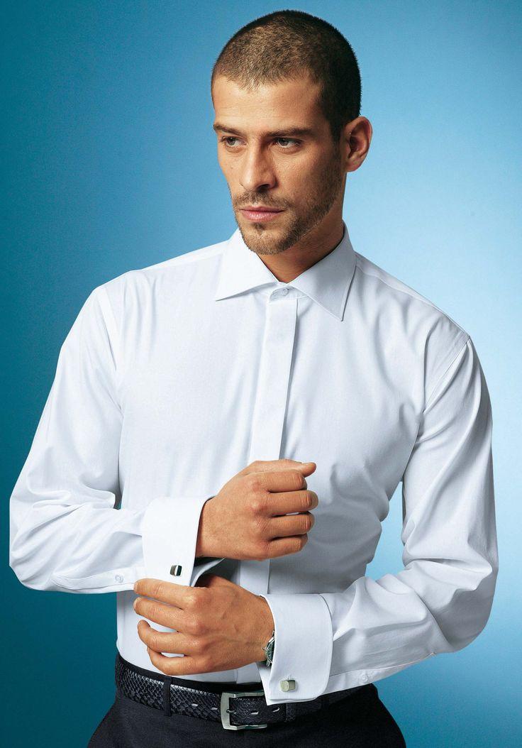 Nikdy nebudete mít v šatníku dokonalejší, trvanlivější, stylovější, praktictější a kombinovatelnější kus oblečení než je bílá košile. Pokud se vyskytujete v prostředí, kde se vyžaduje formální styl oblékaní, rozhodně vám v šatně visí víc než jedna bílá košile.  Košile od Panama Slim Fit by Fred Perry, 1980 Kč