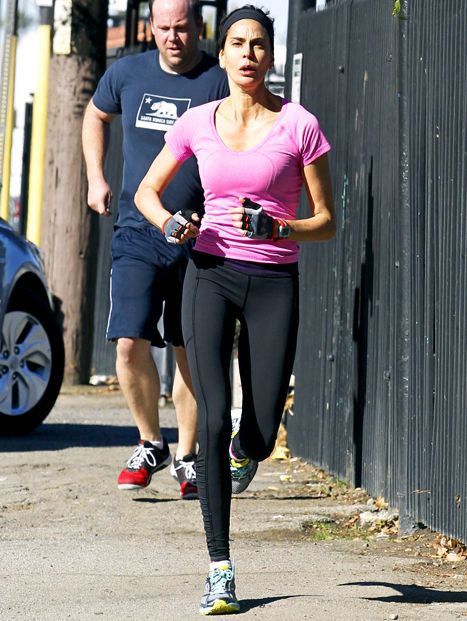 Teri Hatcher Without Makeup While Jogging in Los Angeles: Picture - Us Weekly