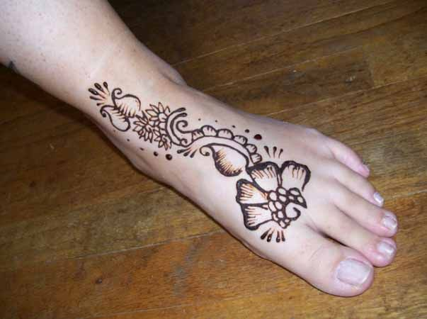 10 Best and Beautiful Mehndi Designs for Kids