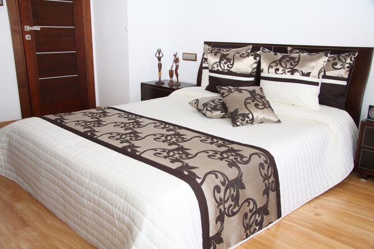 Elegancka narzuta na łóżko kremowa z czekoladowym wzorkiem